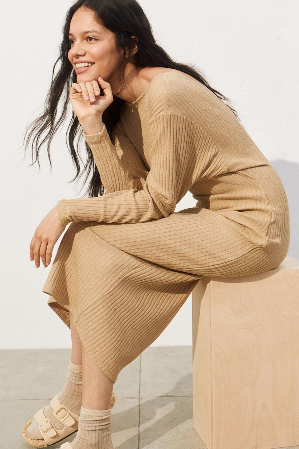 <p>Your weekends will be made even more comfortable with this <span>H&amp;M Ribbed Jersey Dress</span> ($17, originally $50).</p>