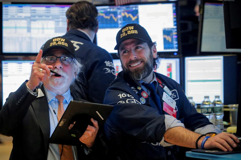 Traders work on the floor at the New York Stock Exchange (NYSE) in New York, U.S., January 15, 2020. REUTERS/Brendan McDermid