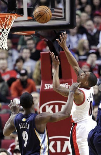 Portland Trail Blazers guard Damian Lillard, right, shoots against Memphis Grizzlies guard Tony Allen during the first quarter of an NBA basketball game in Portland, Ore., Tuesday, March 12, 2013. (AP Photo/Don Ryan)