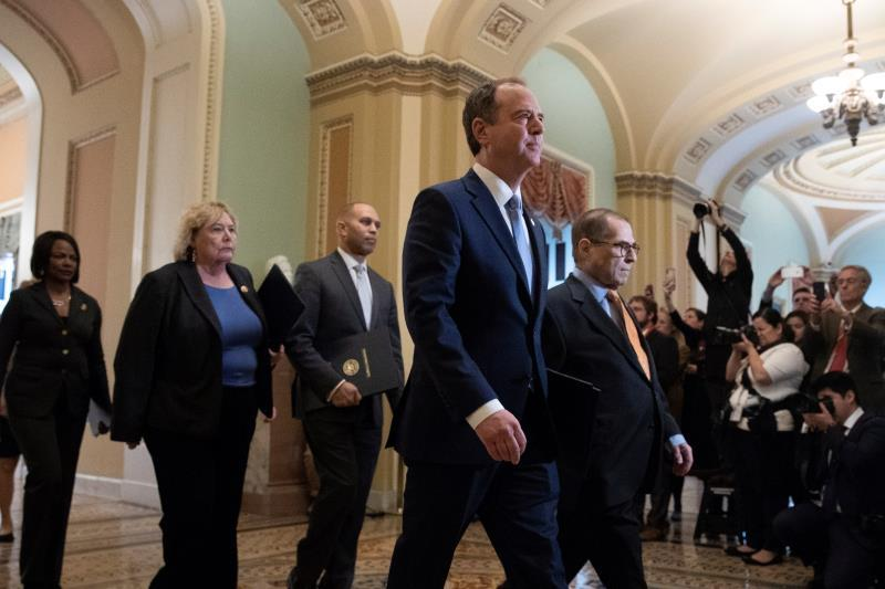 Impeachment managers walk to the Senate chamber before being sworn-in, in the US Capitol in Washington, DC. The Senate impeachment trial of US President Donald J. Trump starts with the reading of the articles of impeachment on the Senate floor by House managers and the swearing-in of Chief Justice of the United States John Roberts and senators. In this picture (L to R); Democratic Representative from Florida Val Demings, Democratic Representative from California Zoe Lofgren, Democratic Representative from New York Hakeem Jeffries, House Permanent Select Committee on Intelligence Chairman Adam Schiff and House Judiciary Committee Chairman Jerry Nadler. EFE/EPA/MICHAEL REYNOLDS