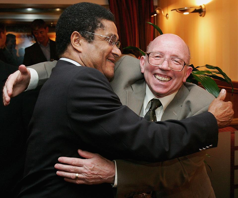 MANCHESTER, ENGLAND - SEPTEMBER 26: Nobby Stiles greets Eusebio at the Manchester United and Benfica reunion dinner, which reunited the two teams who played in the 1968 European Cup Final ahead of the two teams meeting again, at Old Trafford on September 26 2005 in Manchester, England. (Photo by Matthew Peters/Manchester United via Getty Images)