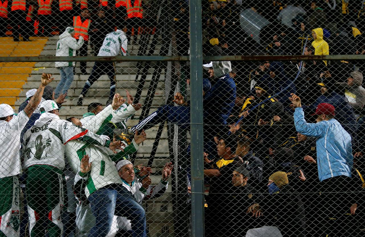 Football Soccer - Penarol v Palmeiras - Copa Libertadores - Campeon del siglo stadium - Montevideo, Uruguay - 26/4/17. Fans of Palmeiras and Penarol fight at the end of their match. REUTERS/Andres Stapff