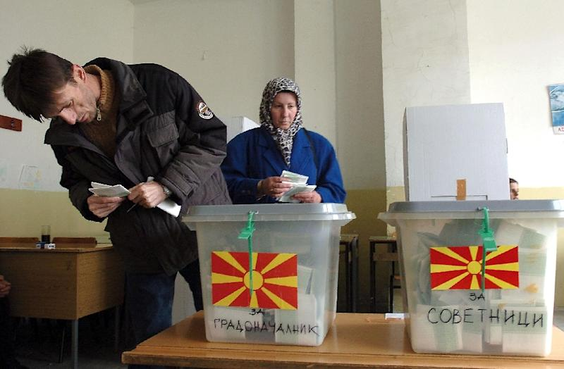 This image shows Macedonian Albanians voting in Tearce in March 2005, which is where a Macedonian court ordered the parliamentary election re-vote to take place due to irregularities on December 25, 2016 (AFP Photo/Maja Janevska)