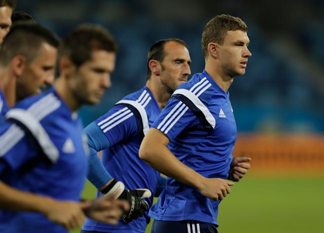 Bosnia's Edin Dzeko, right, runs with teammates during a training session at the Arena Pantanal in Cuiaba, Brazil, Friday, June 20, 2014. Bosnia plays in group F of the Brazil 2014 soccer World Cup. (AP Photo/Fernando Llano)