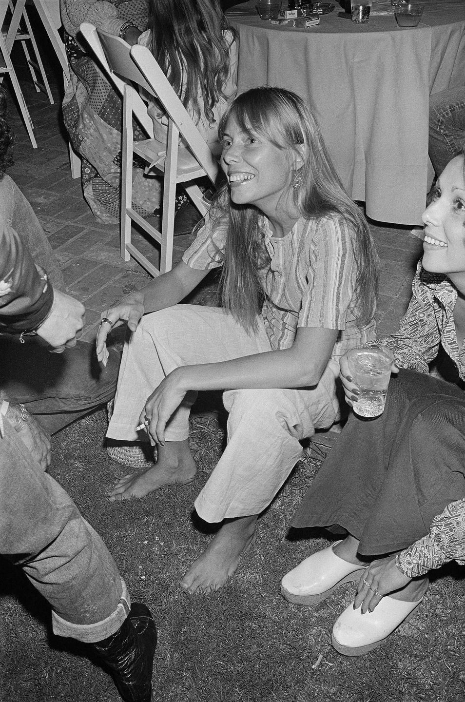 <p>Joni Mitchell attends a party at the home of Cass Elliott of the Mamas & The Papas after attending a John Denver concert on September 21 1972 in Los Angeles, California.</p>