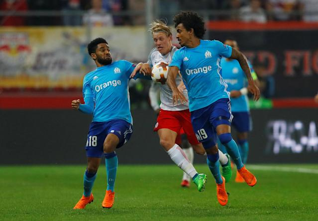 Soccer Football - Europa League Semi Final Second Leg - RB Salzburg v Olympique de Marseille - Red Bull Arena, Salzburg, Austria - May 3, 2018 Marseille's Jordan Amavi and Luiz Gustavo in action with RB Salzburg's Xaver Schlager REUTERS/Leonhard Foeger