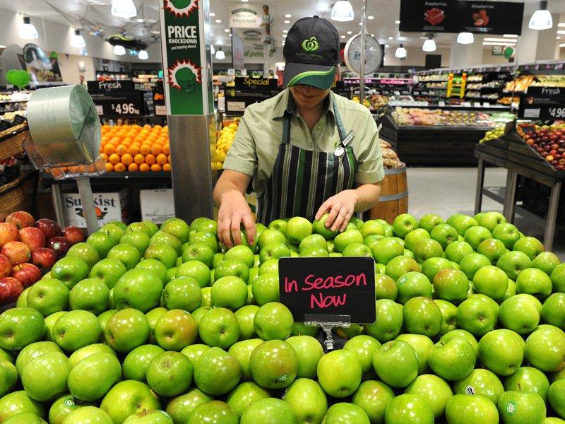 Price war hits Woolies comparable sales