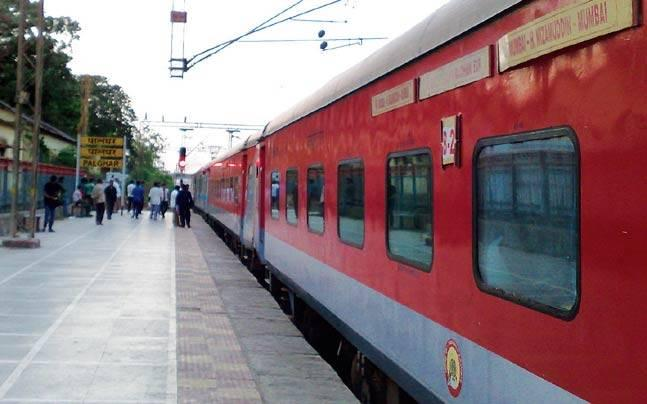 Thieves made off with around Rs 10-15 lakh in cash and valuable after  allegedly sedating and looting passengers onboard the Mumbai-Nizamuddin  August Kranti Rajdhani Express near Kota in Rajasthan.