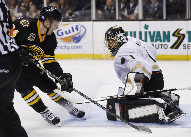 Boston Bruins' Carl Soderberg, left, scores on Anaheim Ducks' Jonas Hiller, of Switzerland, in the second period of an NHL hockey game in Boston, Thursday, Oct. 31, 2013. (AP Photo/Michael Dwyer)