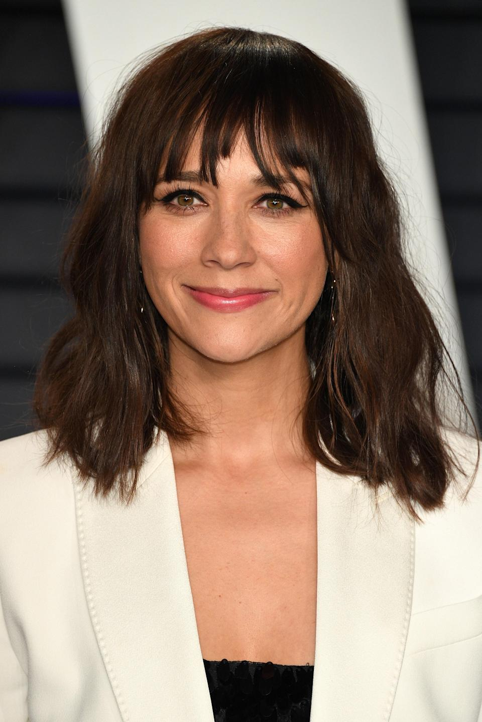 A pair of wispy Jane Birkin bangs perfectly compliment Rashida Jones's long layers and lived-in texture.