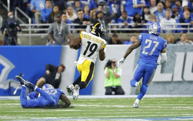 Pittsburgh's JuJu Smith-Schuster burns Detroit for a 97-yard touchdown reception. (AP)