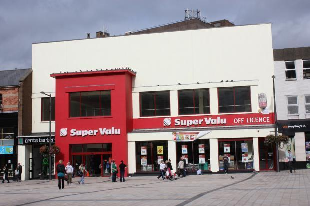 Shares of SuperValu (SVU) surged on Wednesday morning after the company posted quarterly revenue and earnings beats, but since then, its stock price has reversed course and plummeted over 11%..