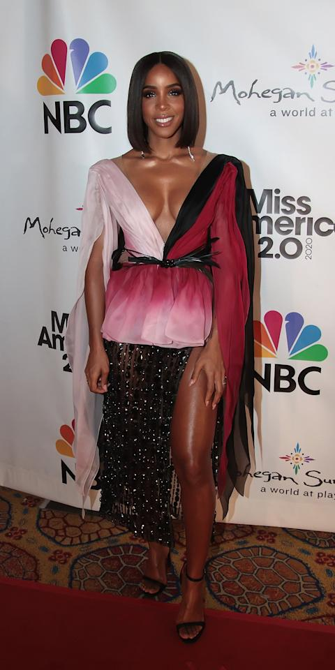 <p>At the Miss America competition, Kelly Rowland stunned in a Georges Hobeika gown and black sandals.</p>