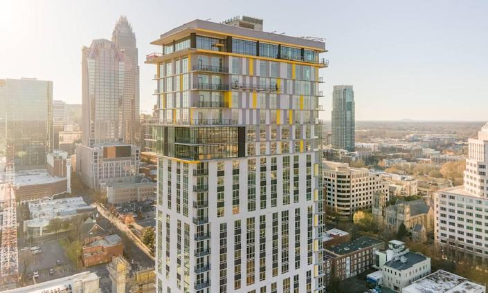 The Ellis offers a 33-floor main tower with 365 apartments, a midrise portion with an additional 184 units wrapped around a central parking structure and 19,000 square feet of retail.