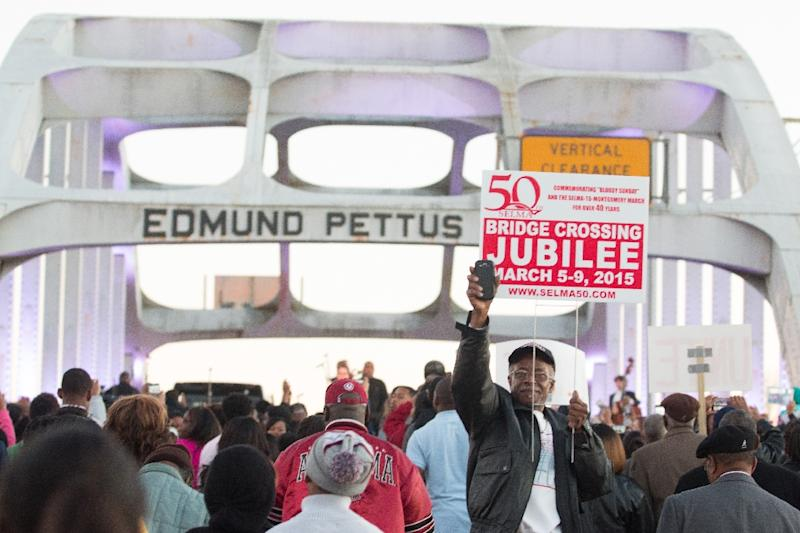 Marchers assemble on the Edmund Pettus Bridge to commemorate the life of Dr. Martin Luther King, on January 18, 2015 in Selma, Alabama (AFP Photo/David A. Smith)
