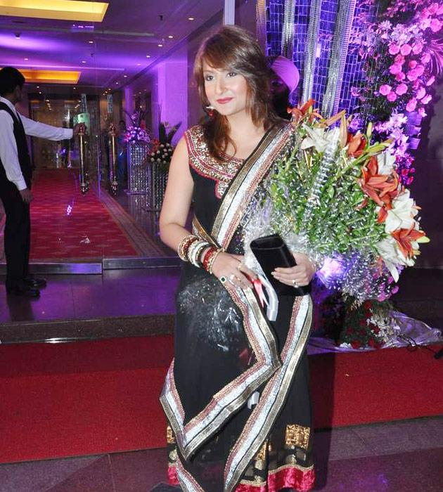 Urvashi Dholakia looked pretty in a black dress