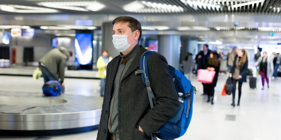 United strengthened its mask requirements so that passengers must wear masks at the airport.