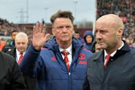 Manchester United manager Louis van Gaal waves as he leaves the pitch after his side's 2-0 Premier League defeat against Stoke City at the Britannia Stadium in Stoke-on-Trent, central England on December 26, 2015 RESTRICTED TO EDITORIAL USE. No use with unauthorized audio, video, data, fixture lists, club/league logos or 'live' services. Online in-match use limited to 75 images, no video emulation. No use in betting, games or single club/league/player publications.. (AFP Photo/Paul Ellis)