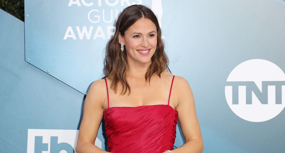 LOS ANGELES, CALIFORNIA - JANUARY 19: Jennifer Garner attends 26th Annual Screen Actors Guild Awards at The Shrine Auditorium on January 19, 2020 in Los Angeles, California. (Photo by Leon Bennett/Getty Images)