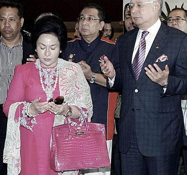 3022bfd7530 ... italy rosmah seen with a fuchsia pink hermes birkin handbag. u2014  picture from helenang.