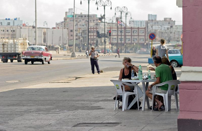 Tourists eat in a cafeteria in the coastline of Havana, Cuba, on January 19, 2012 (AFP Photo/)