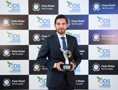 Figure 1: Juan José Herrera, Business Sustainability Supervisor of Lundin Gold, received the Company's recognition from Global Compact-Ecuador. (CNW Group/Lundin Gold Inc.)