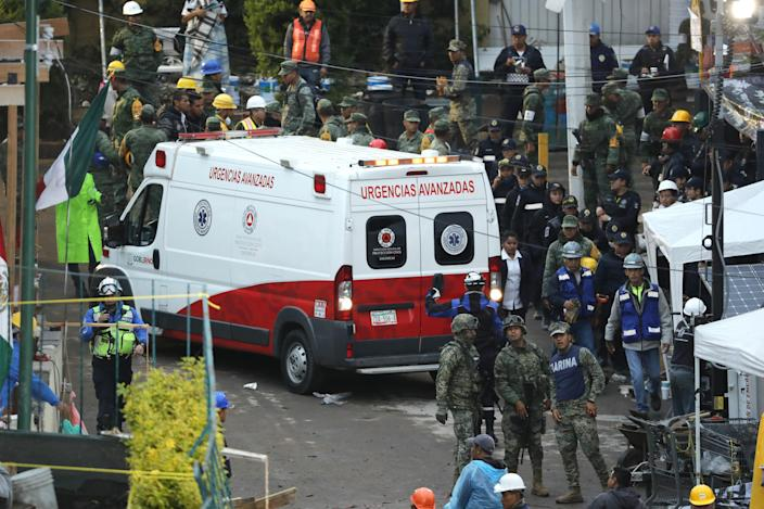 <p>Rescue services and volunteers search for victims under the debris of the school that collapsed in the 7.1 magnitude earthquake in Mexico City, Mexico, 21 September 2017. (Photo: Jose Mendez/EFE via ZUMA Press) </p>