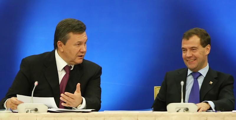 Russian President Dmitry Medvedev, right, and Ukrainian President Viktor Yanukovych attend a Russia-Ukraine  investment forum in the Black Sea resort of Gelendzhik, Monday, Oct. 4, 2010.  (AP Photo/RIA-Novosti, Mikhail Klimentyev, Presidential Press Service)