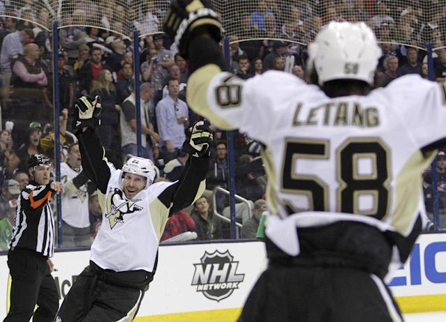Pittsburgh Penguins' Lee Stempniak, left, celebrates his goal against the Columbus Blue Jackets' during the third period of a first-round NHL playoff hockey game Monday, April 21, 2014, in Columbus, Ohio. The Penguins defeated the Blue Jackets 4-3. (AP Photo/Jay LaPrete)