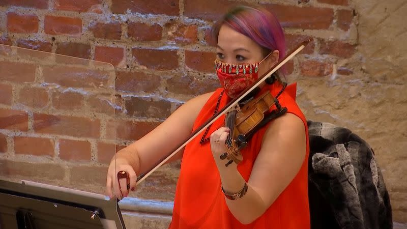 "Violinist Maxine Kwok plays Bizet's ""Carmen Suite"" in London"