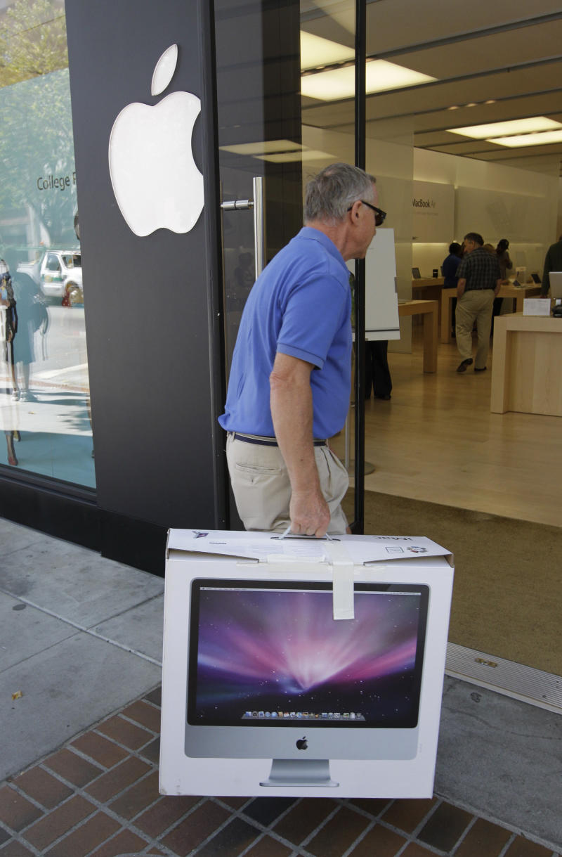 Apple sags as consumers buy cheaper iPhones