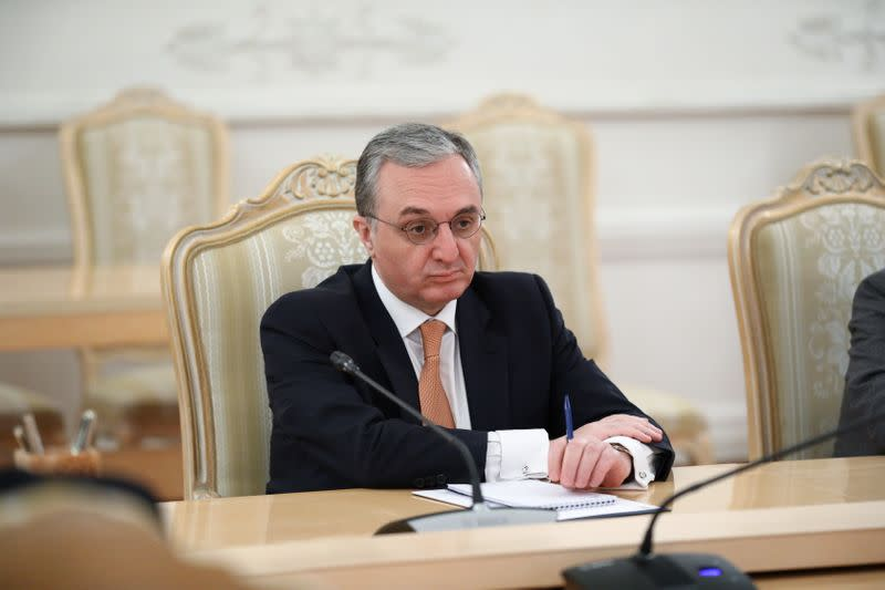 Armenian Foreign Minister Mnatsakanyan meets his Russian counterpart Lavrov in Moscow