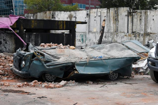<p>View of a street at the eastern area of Mexico City after a 8,2 earthquake on Sept. 8, 2017. (Photo: Alfredo Estrella/AFP/Getty Images) </p>