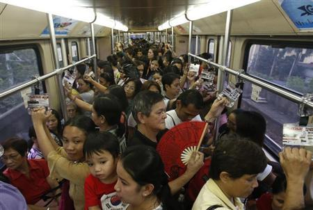Commuters ride a train during rush hour on Southeast Asia's first light rail transit (LRT) network, which is 29-years-old, in Manila October 10, 2013. REUTERS/Erik De Castro