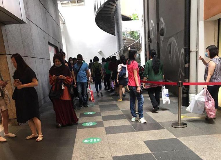 Patrons queueing in between Novena Square and Square 2 on 27 March, 2020. (PHOTO: Yahoo News Singapore reader)