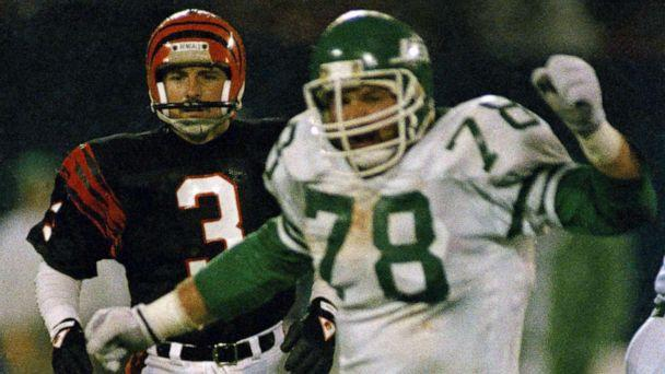 PHOTO: New York Jets Barry Bennett, right, reacts after blocking Cincinnati Bengals place kicker Jim Breech's game-winning field goal attempt at Giants Stadium in New Jersey, Nov. 30, 1987. (Wilbur Funches/AP, FILE)