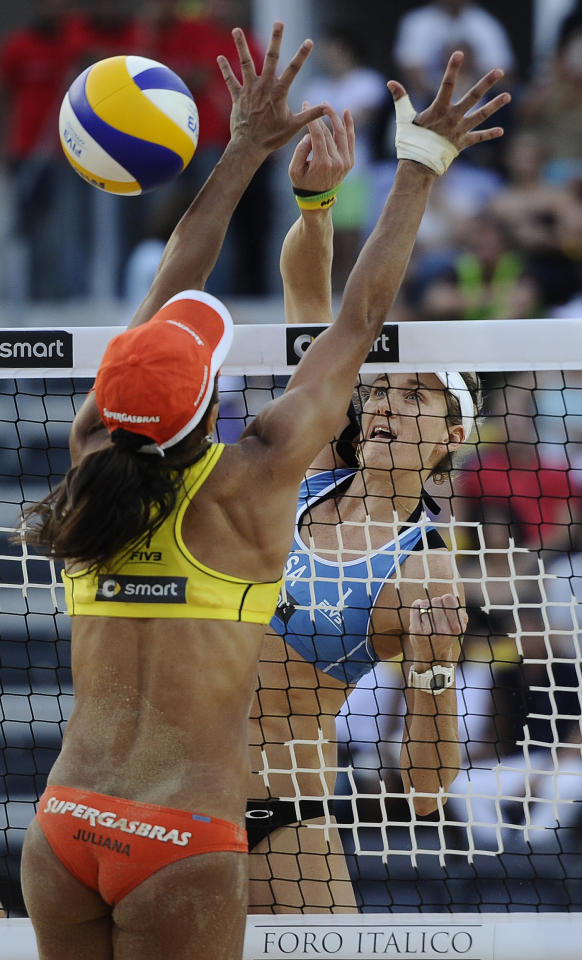 US Kerri Walsh (R) spikes against Brazilian Juliana Felisberta Silva during their FIVB Beach Volleyball World Championships final in Rome's Foro Italico on June 19, 2011. Brazil won the final.   AFP PHOTO/ FILIPPO MONTEFORTE (Photo credit should read FILIPPO MONTEFORTE/AFP/Getty Images)