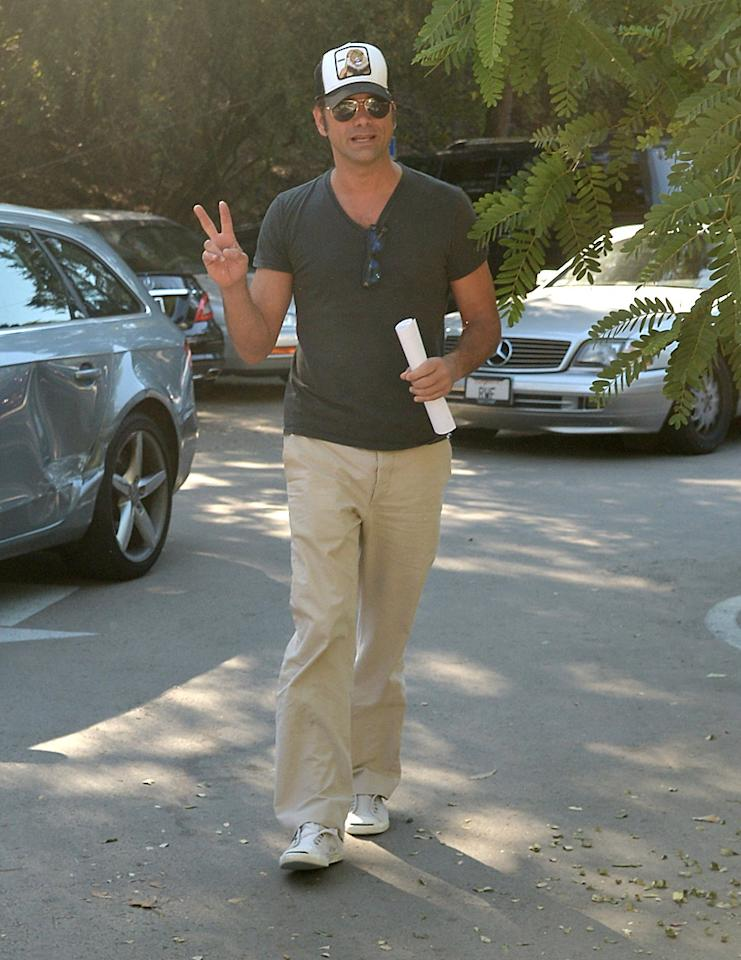 "John Stamos flashed a piece sign upon arriving at his local polling place, where he was greeted by photogs. ""don't you just hate it when the paparazzi snap ya coming out of the voting booth without your hair & make-up team,"" he joked on Twitter. (11/6/2012)"