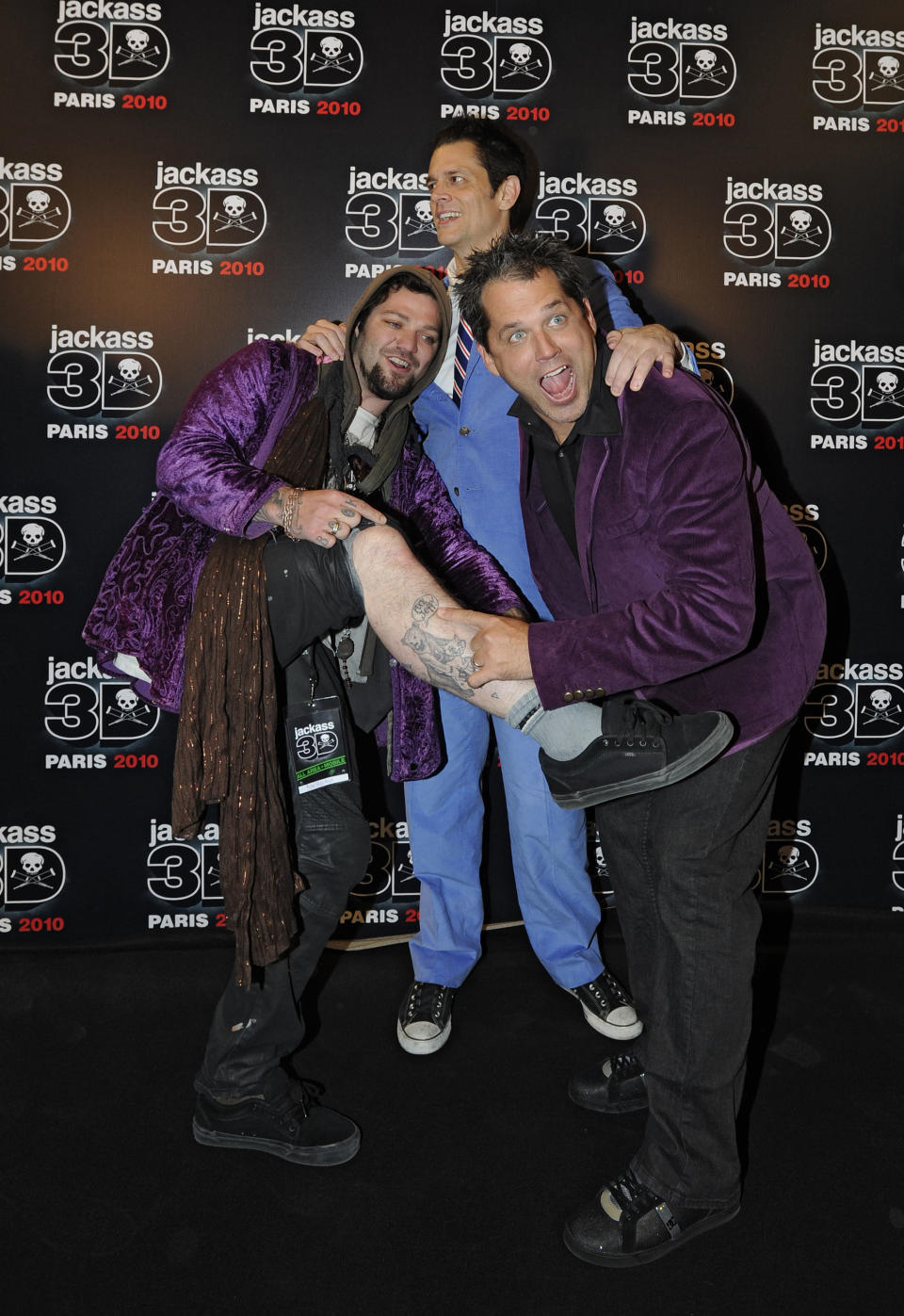 US actors and cast members Johnny Knoxville, centre, and Bam Margera, left, and US director Jeff Tremaine  pose for photographers as they arrive to the Jackass 3D premiere in Paris, Wednesday, Oct. 27,  2010. (AP Photo/Yoan Valat)