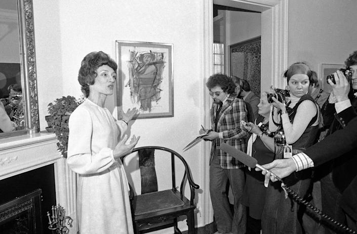 Joan Mondale gives a tour of the vice president's official residence