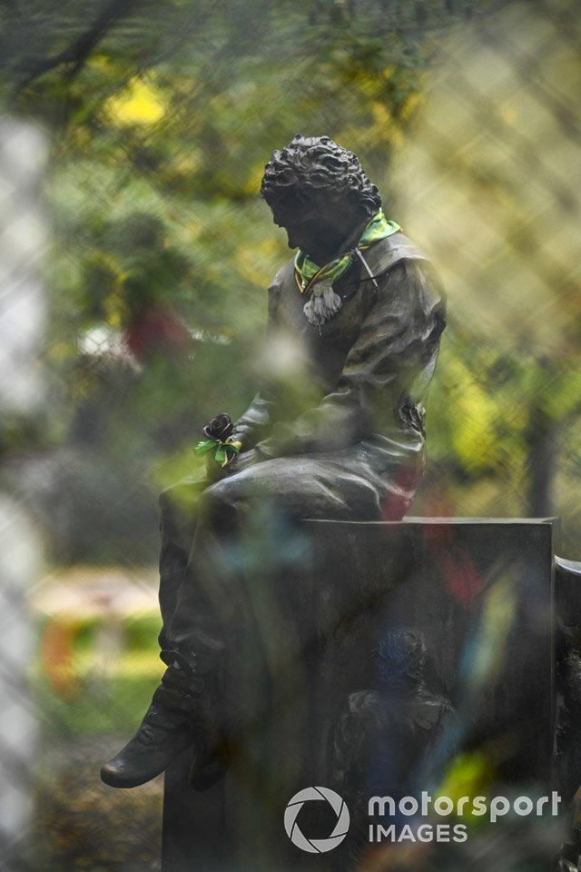 """A trackside statue tribute to Ayrton Senna<span class=""""copyright"""">Mark Sutton / Motorsport Images</span>"""