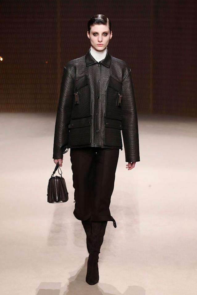 d492b14e073bbf  p The versatility of this leather jacket is everything we need for the fall