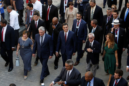 Cuba's President Miguel Diaz-Canel and his wife Lis Cuesta walk with Spain's Prime Minister Pedro Sanchez, his wife Begona Gomez and Eusebio Leal, the official historian of Havana during a visit to Old Havana, Cuba, November 23, 2018. REUTERS/Fernando Medina