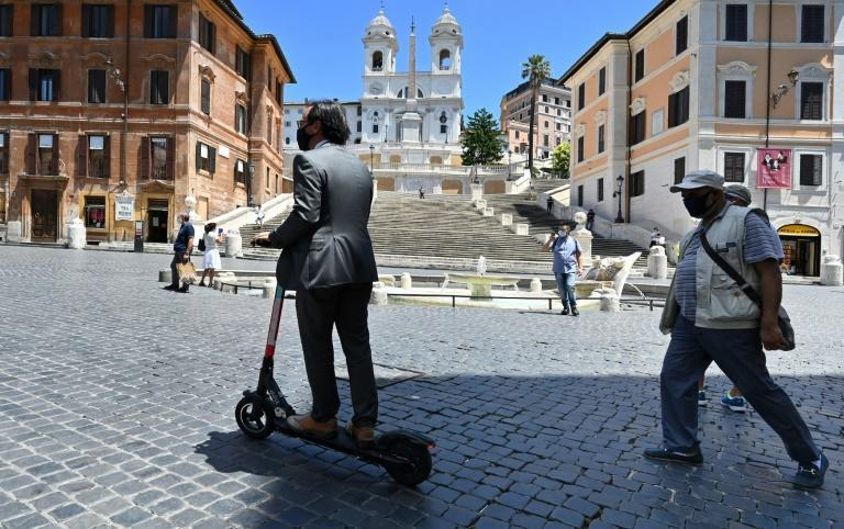 Rome's mayor calls the scooters a small revolution for the city (AFP Photo/Alberto PIZZOLI)