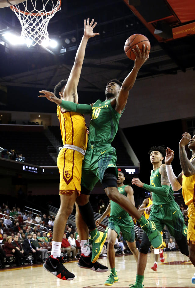Oregon's Victor Bailey Jr., right, goes to basket while defended by Southern California's Bennie Boatwright during the first half of an NCAA college basketball game Thursday, Feb. 21, 2019, in Los Angeles. (AP Photo/Ringo H.W. Chiu)