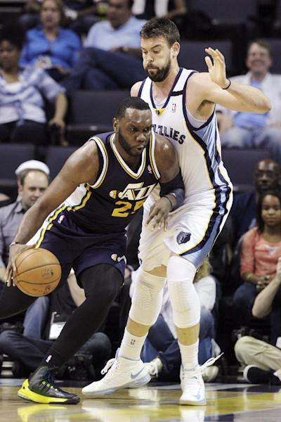 Utah Jazz's Al Jefferson (25) drives against Memphis Grizzlies' Marc Gasol, of Spain, during the first half of an NBA basketball game in Memphis, Tenn., Wednesday, April 17, 2013. (AP Photo/Danny Johnston)