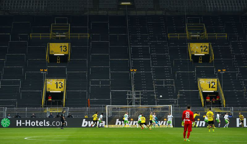 Players need to be disciplined in virus plan says Bundesliga chief