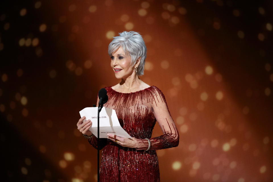 Jane Fonda debuted a silver pixie cut at the 2020 Oscars [Photo: Getty]