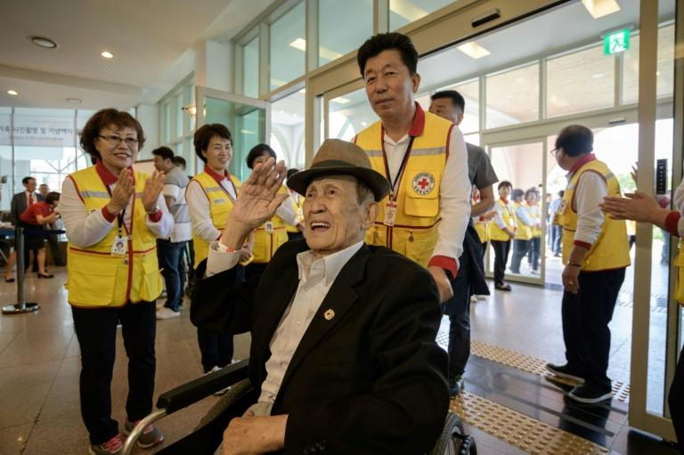 South Koreans gather on eve of rare reunion