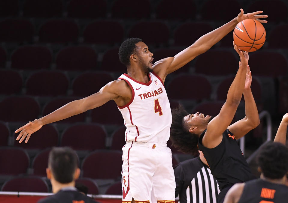USC's Evan Mobley blocks a shot by Oregon State's Ethan Thompson (5) on Jan. 28. (John McCoy/Getty Images)